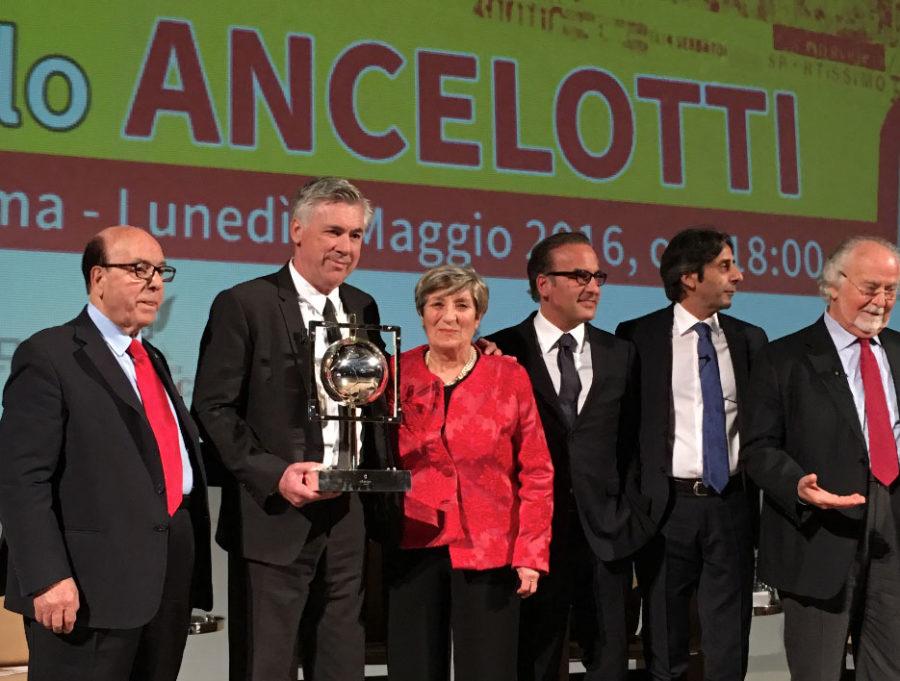 Ancelotti Recibe En Italia El Premio Nicola Ceravolo